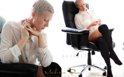 BOUDOIR PHOTOGRAPHY TIPS – HANDS ARE IMPORTANT