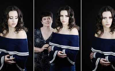 A MUM AND DAUGHTER PHOTOSHOOT AT HAZLEWOOD CASTLE