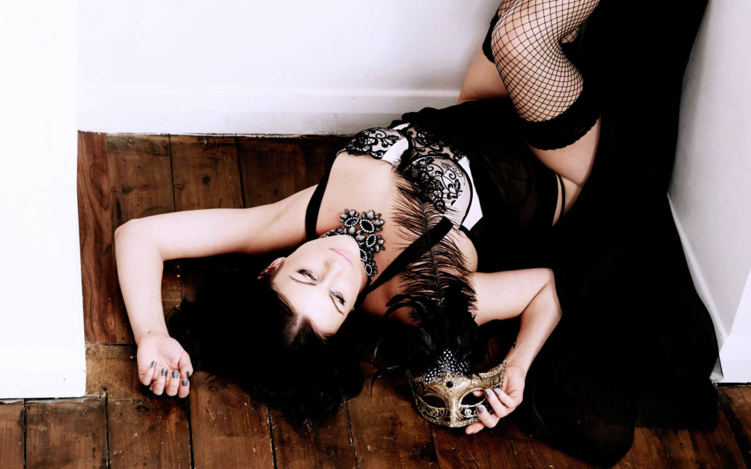 A BOUDOIR PHOTOSHOOT – EVERY WOMAN DESERVES THIS AT LEAST ONCE